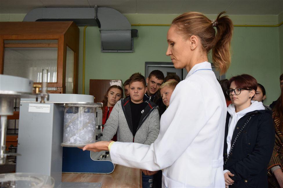 Школьники  г. Борисова побывали на экскурсии в БГТУ
